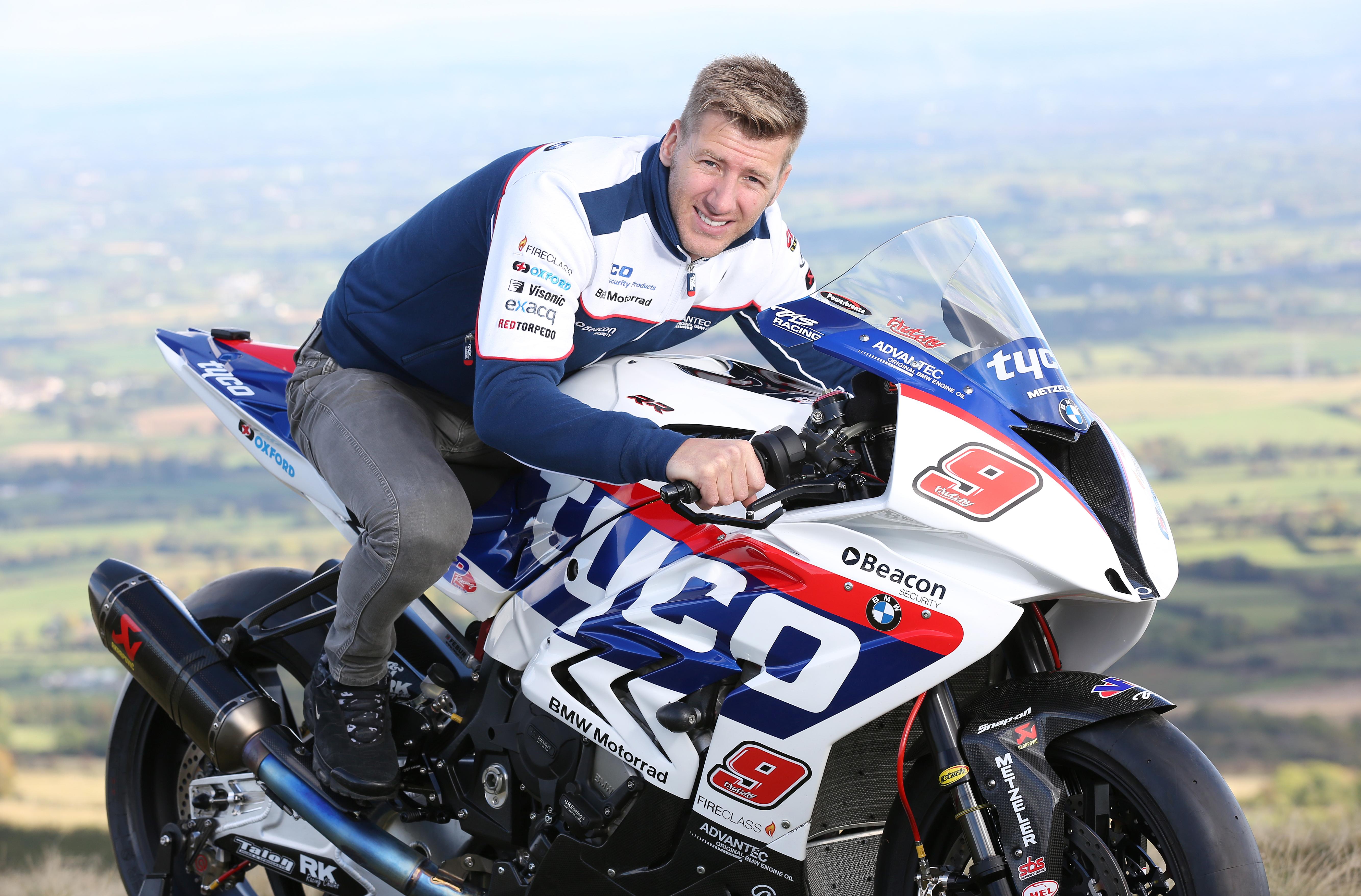 Ian Hutchinson Leads Tyco Bmw S Tt 2016 Challenge Road