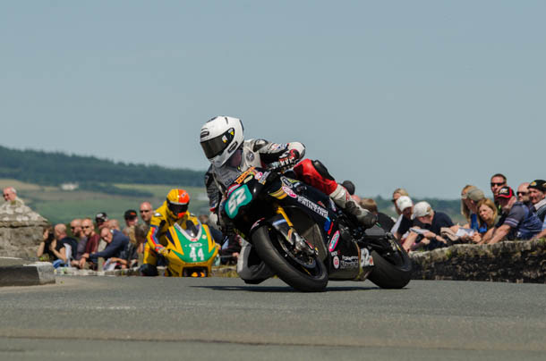 Southern 100 – James Cowton Begins New Super Twins Challenge