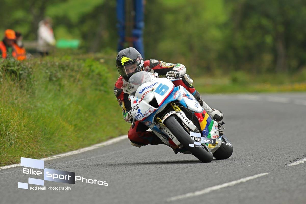 MCE Insurance Ulster Grand Prix – Bruce Anstey Showcases Supersport Pedigree