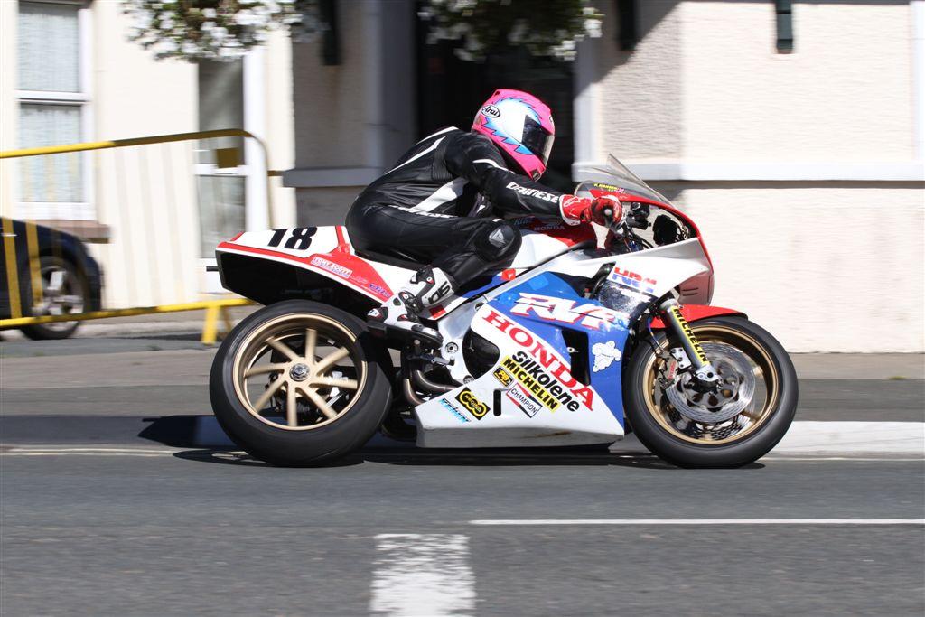 Kiaran Hankin Leads The Honda Superbike Classic TT Challenge