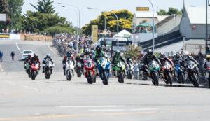 scott-moir-leads-f1-superbike-pack-at-whanganui-on-boxing-day-1m-craig-dawson-photo-a10_0057