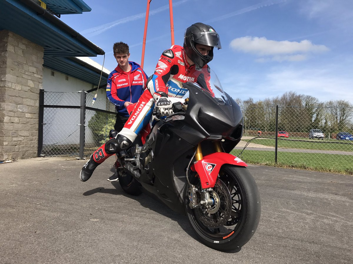 Honda Stars Enjoy Productive Test At Castle Combe