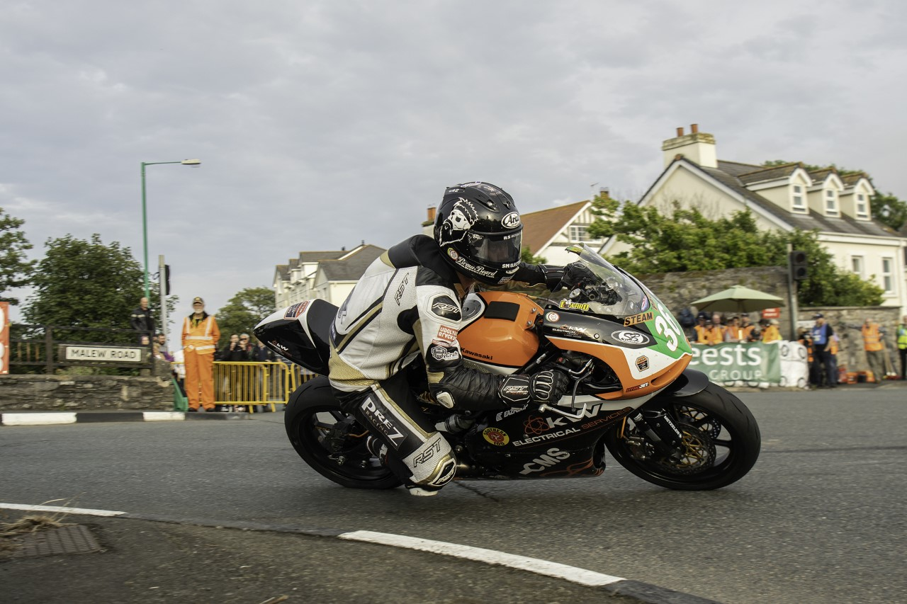 Southern 100: Coward Seals Super Twins Pole, Leads KTS Racing Qualifying 1-2