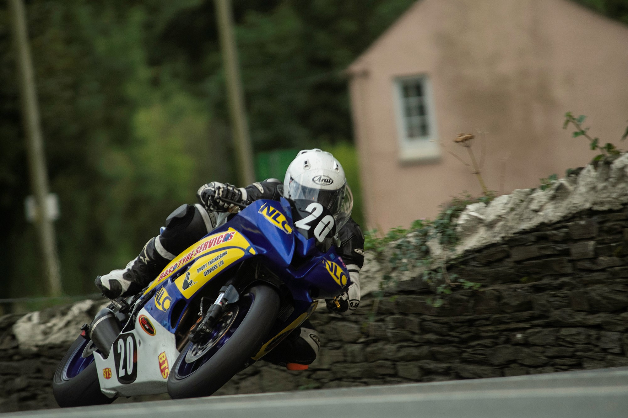 Manx Grand Prix: Hind Continues To Set Pace, 11 Newcomers Past 100 Mph Lap Mark
