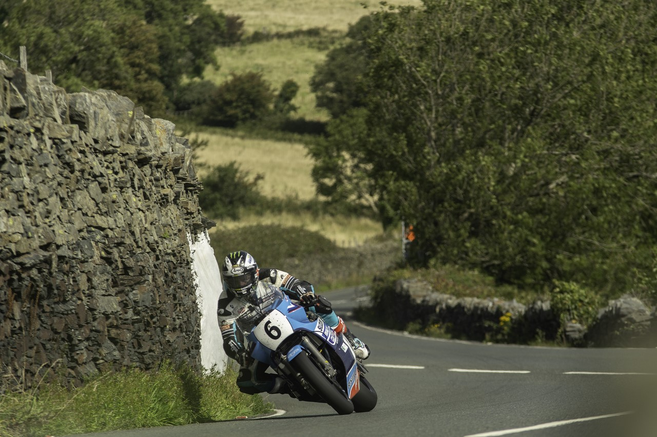 Classic TT: Dunlop, Johnson Head Saturday Afternoon's Superbike Classic Practice Stint