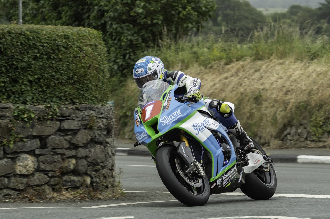 Hunt's Motorcycles Retain Southern 100 Solo Championship Title Sponsorship Role