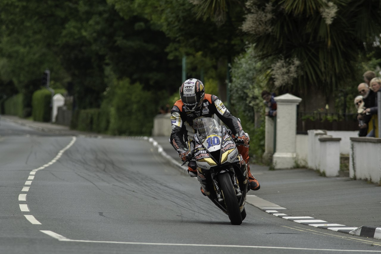 26 Riders, Ten Marques Feature In TT Isle Of Man Ride On The Edge 2
