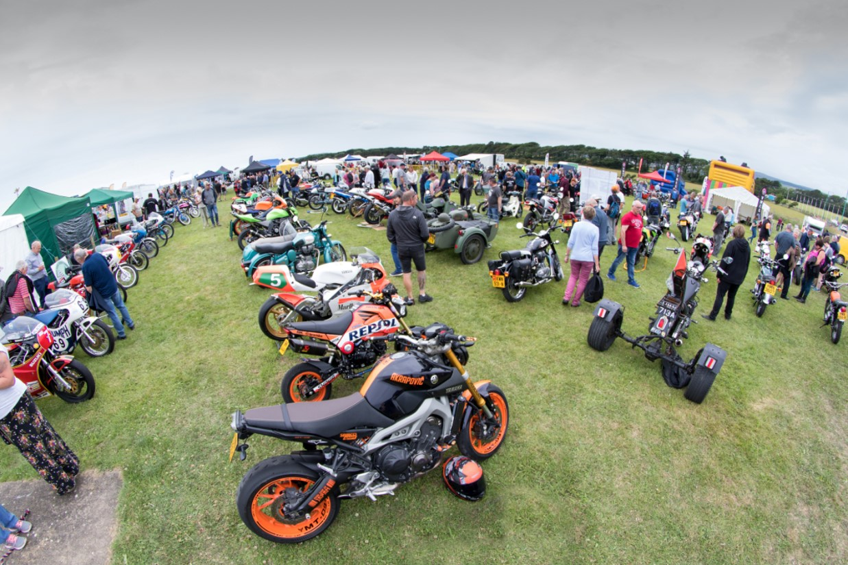 Top Quality Atmosphere At Southern 100 Motorcycle Show